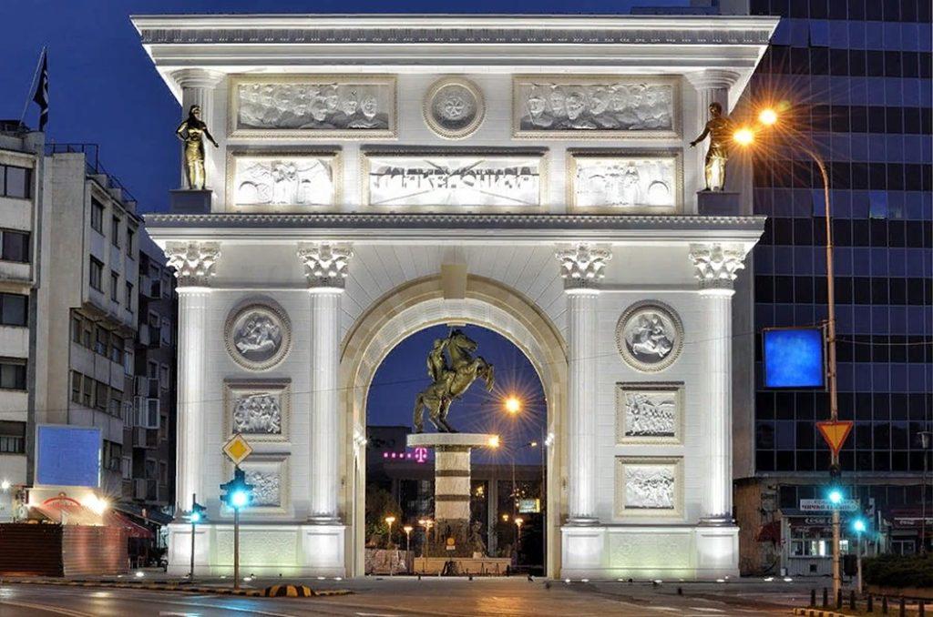 """Триумфальная арка """"Порта Македония"""""""